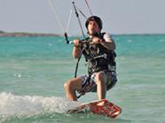 12 heures de cours de kitesurf sont recomandé